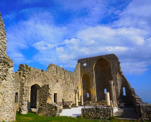 trenkking tour valle delle ferriere basilica di sant'eustachio